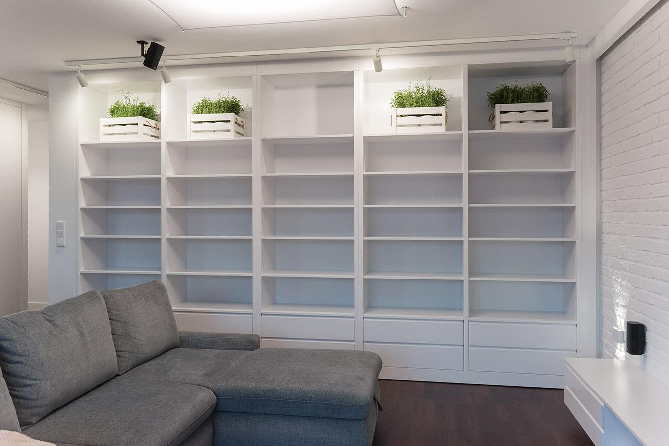 Bia a lakierowana biblioteczka komodo for Biblioteczka w salonie