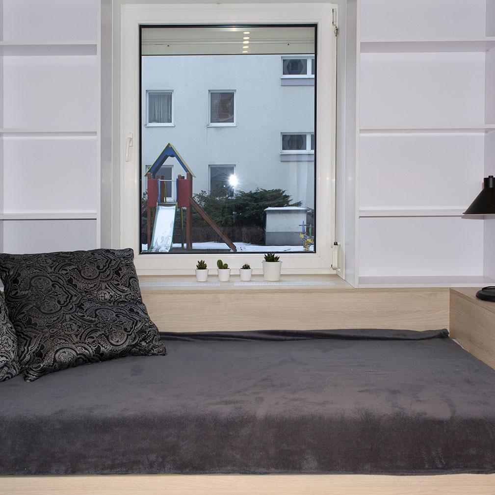 Biała Szafa I Zabudowa łóżka Pod Oknem Komodo