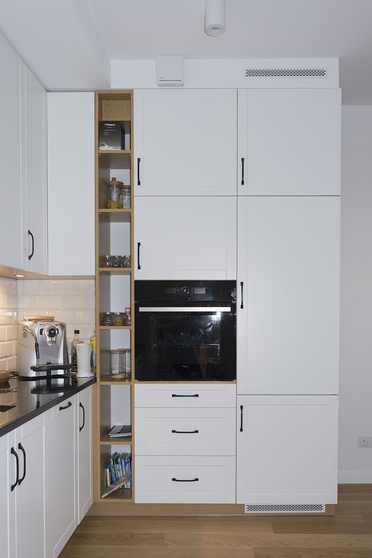 Biało drewniana kuchnia z frontami ramkowymi  Komodo -> Kuchnia Drewniana Carousel